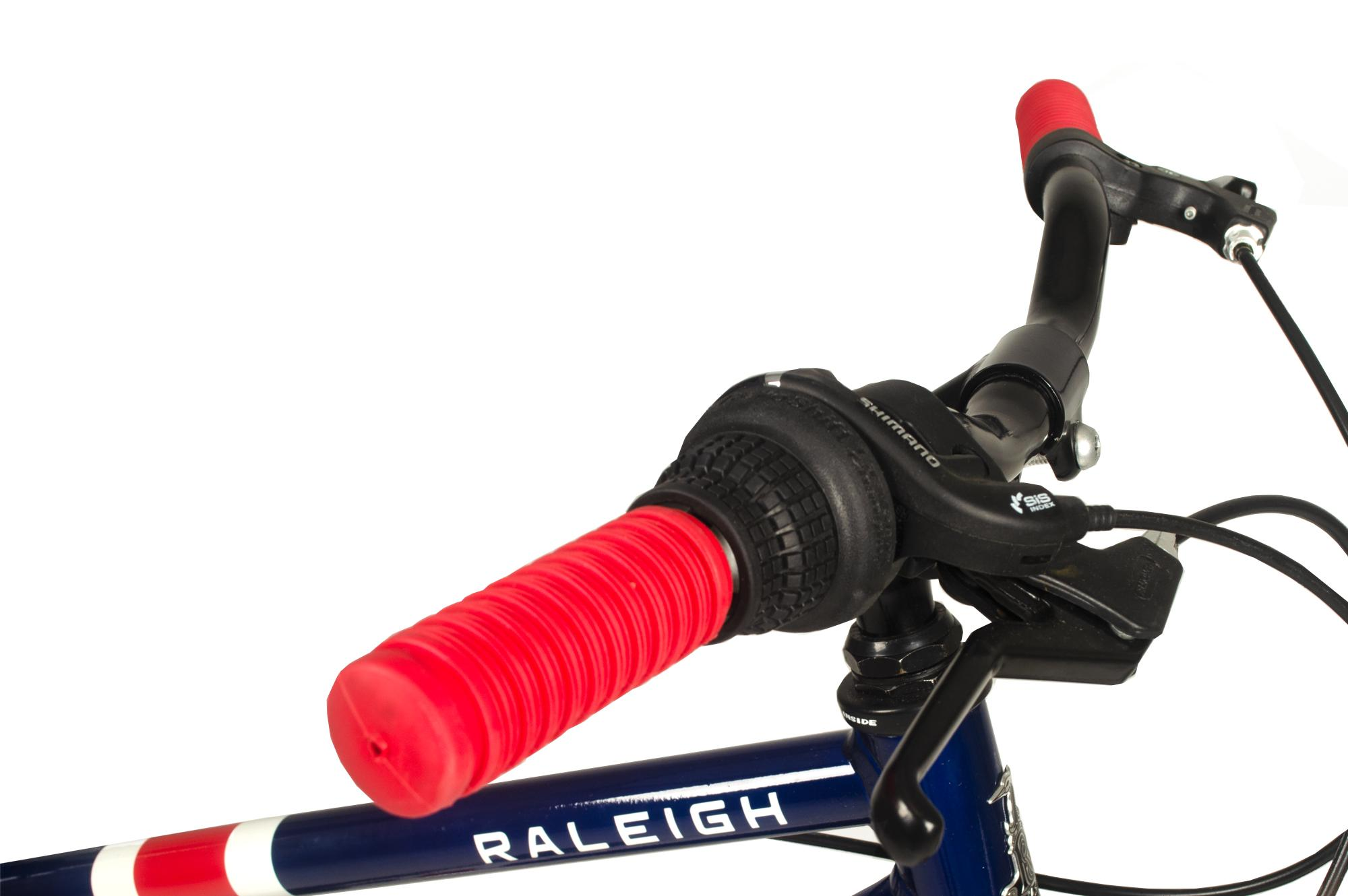 Handlebars on the Raleigh Pop 20 inch kids bike in colour blue