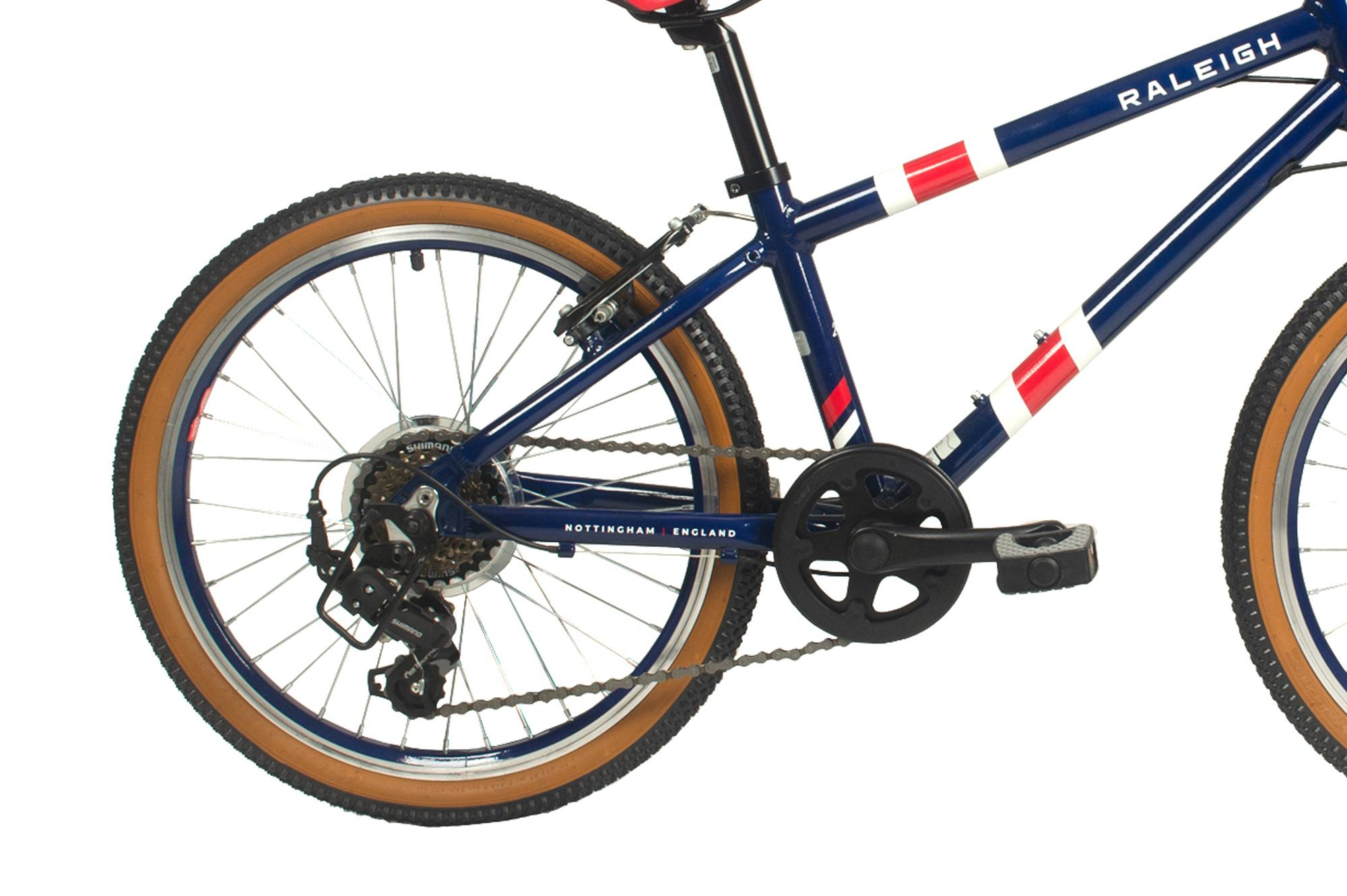 Rear wheel and drivetrain on the Raleigh Pop 20 inch kids bike in blue colour