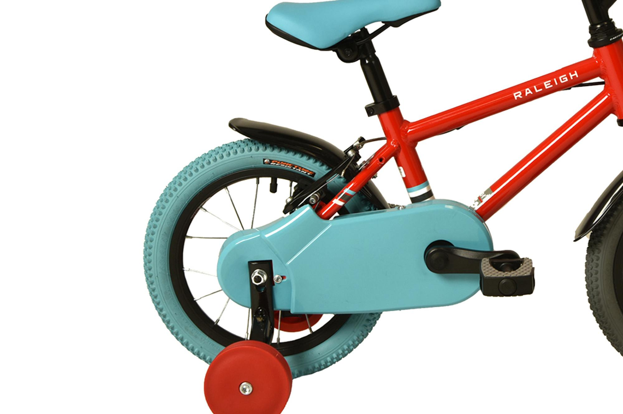 Stabilisers on the Raleigh Pop 14 inch kids bike