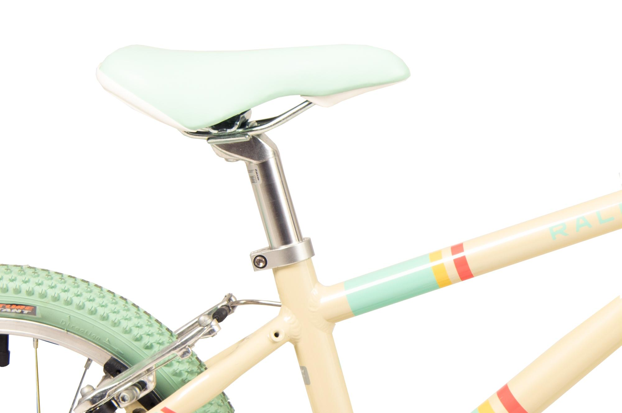 Seat on the Raleigh Pop 16 inch  kids bike in cream colour